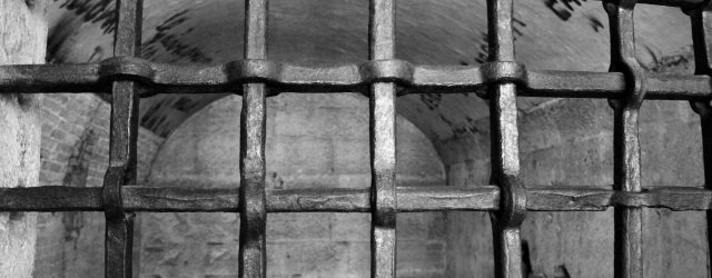 [夢占い]刑務所の夢を見たときの10の意味